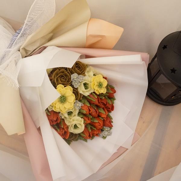25/8 Buttercream Bouquet &1/9 chocolate Cream Flower (pj)1