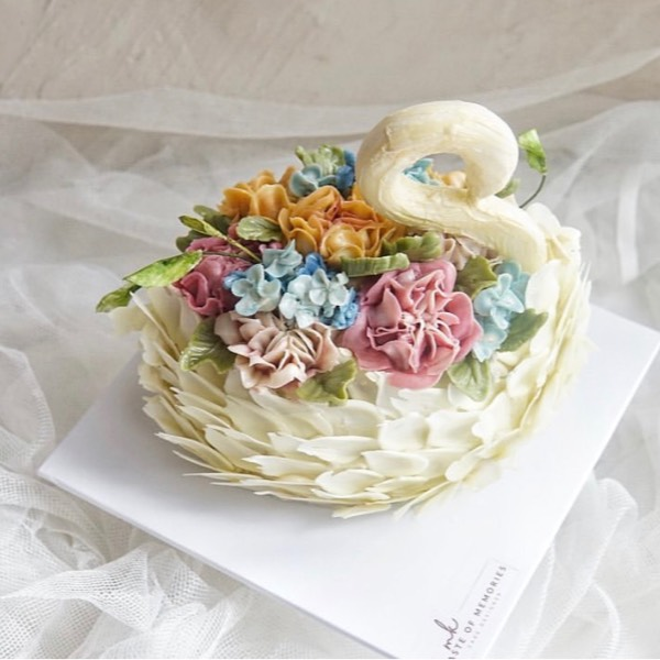 21/03 Buttercream Swan Cake 0