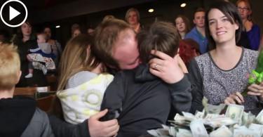 【為之動容】最暖心快閃活動  200人餐廳捐款助癌末媽