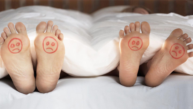 chak-Couple-Bed-Unhappy