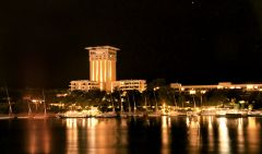 Elephantine,_Oberoi_Hotel_by_Night,_Aswan,_Egypt,_Oct_2004.j