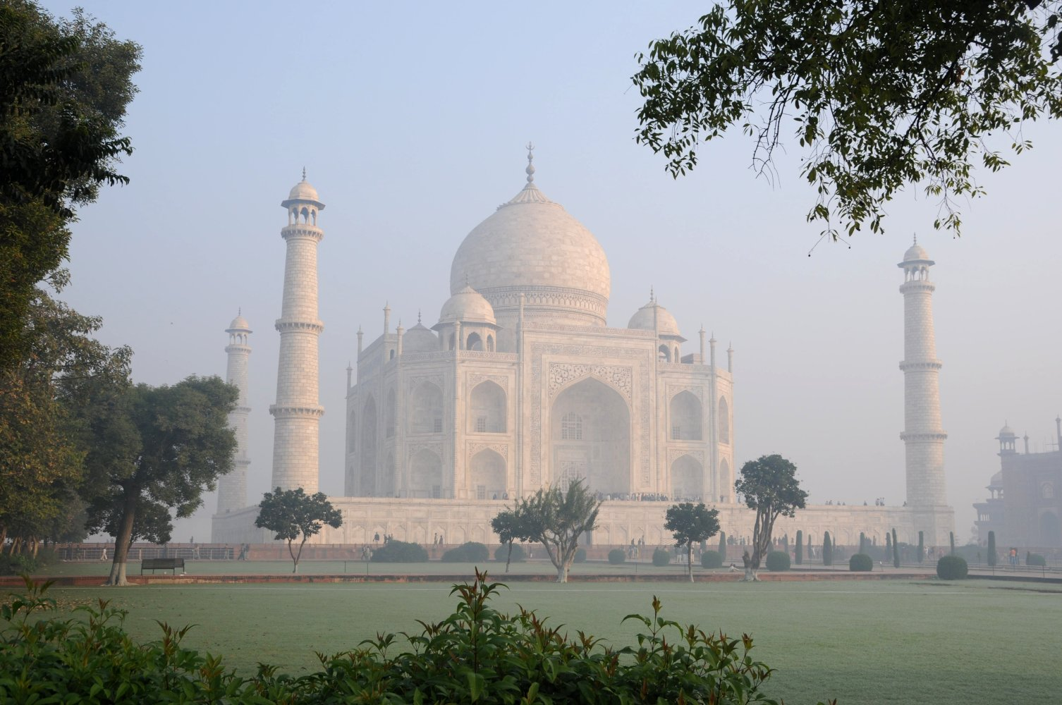 Taj_Mahal,_an_early_morning_view,_Agra.jpg