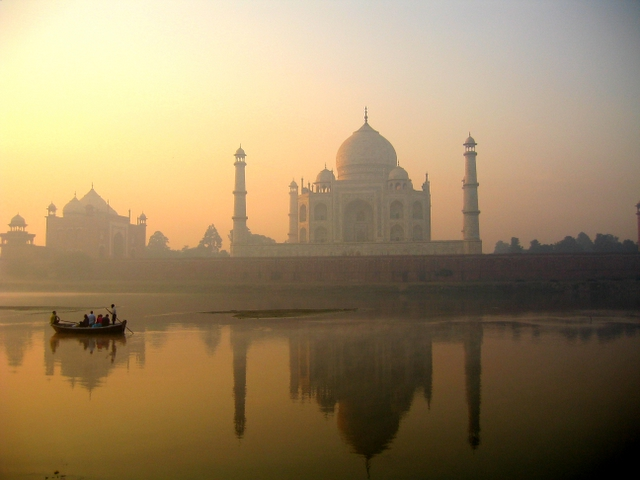 Taj_Mahal_reflection_on_Yamuna_river,_Agra.jpg