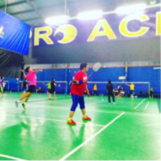 35397e601ca2f Play badminton with Fyrdaus Hashim on