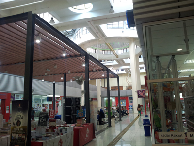 The central court space of the UTC Keramat Mall. Image size:400x300px