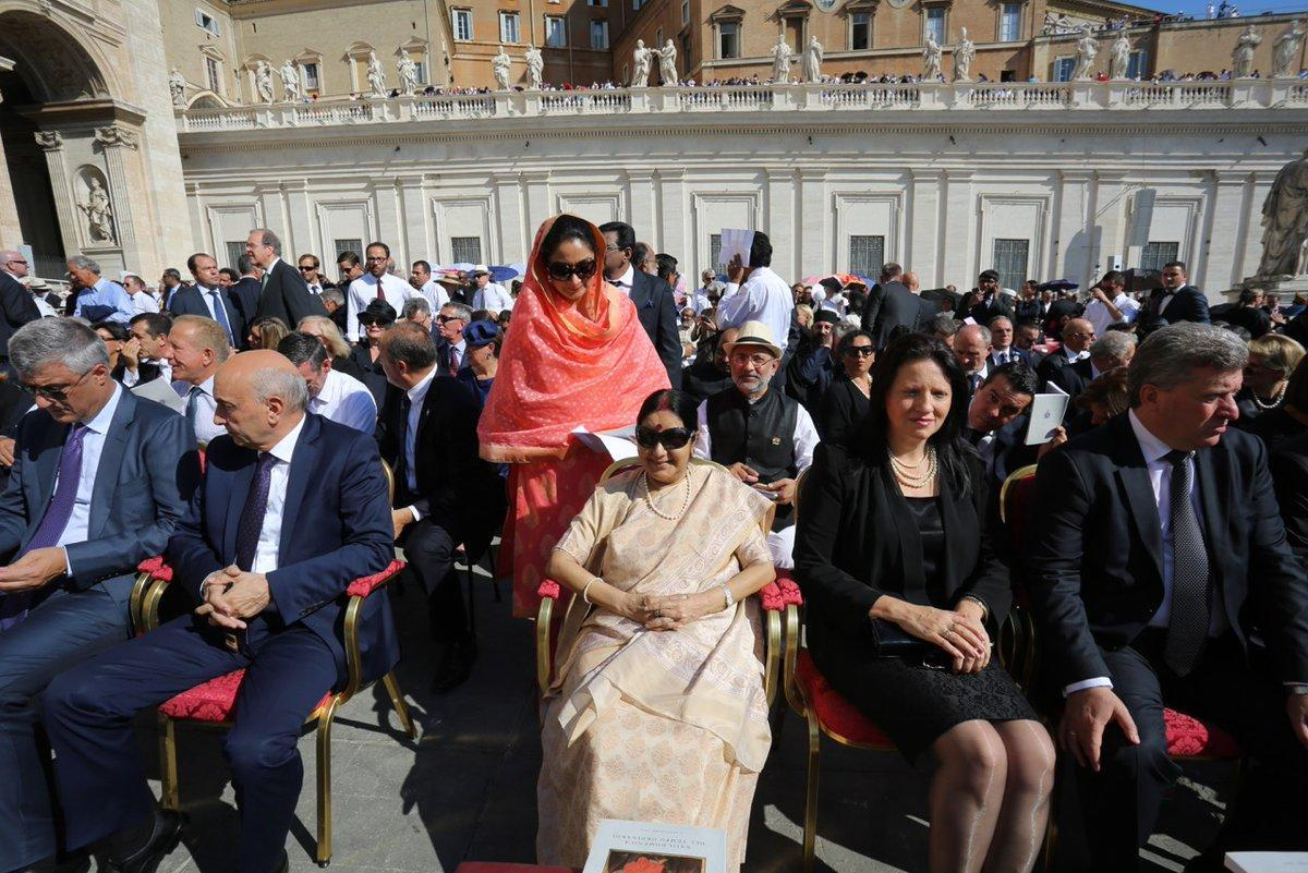 Mother Teresa, Vatican, Vatican Canonises, Sainthood, Pomp And Grandeur, Sainthood With Pomp And Grandeur, Pop Francis, Catholic Church, Saint Of Roman Catholic Church