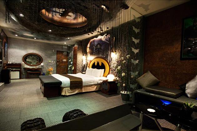 Batman, Hotel, Hotel Room, The Dark Knight, BatmanvSuperman, Theme, Batman Theme, Batman Costume