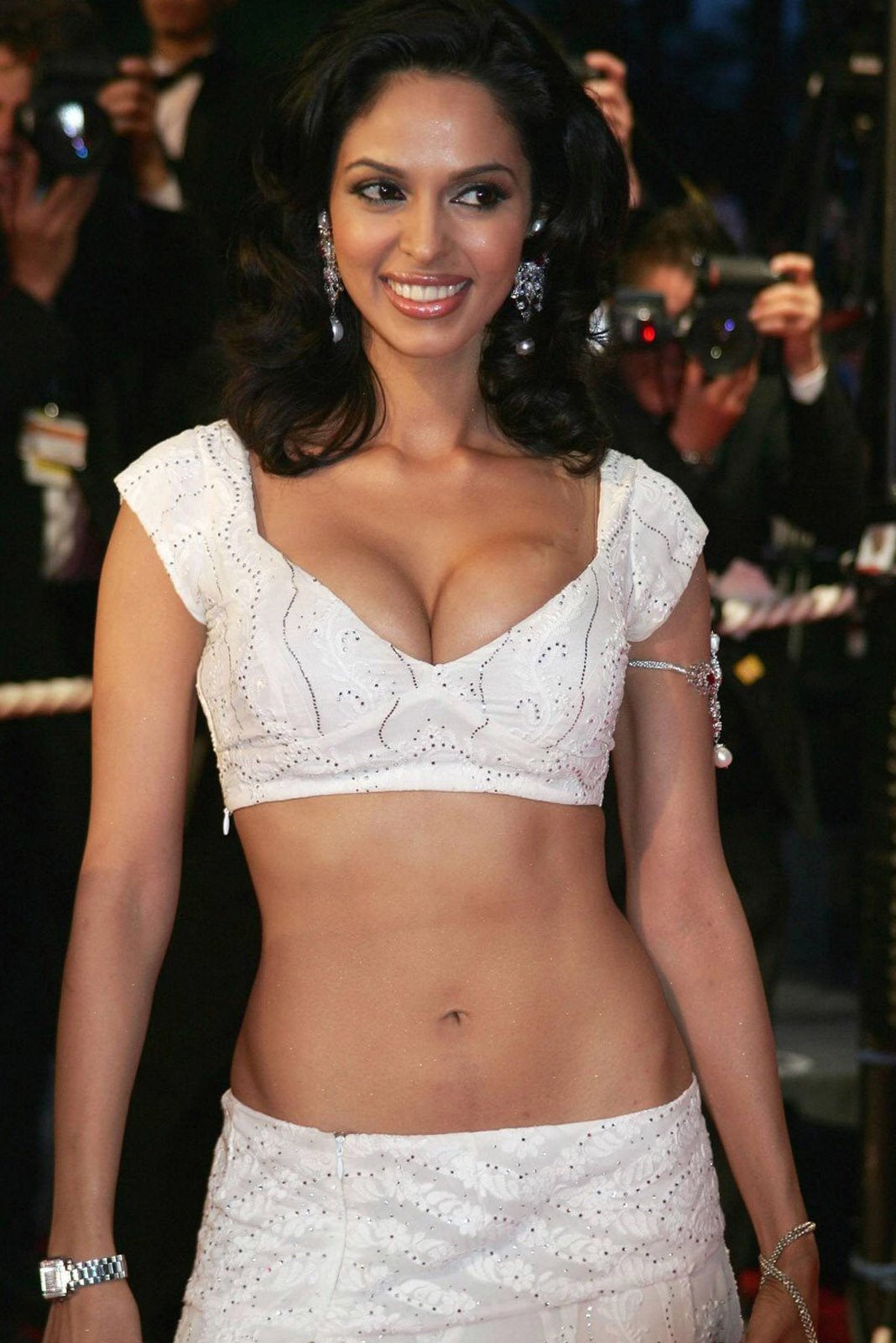 mallika sherawat body measurement