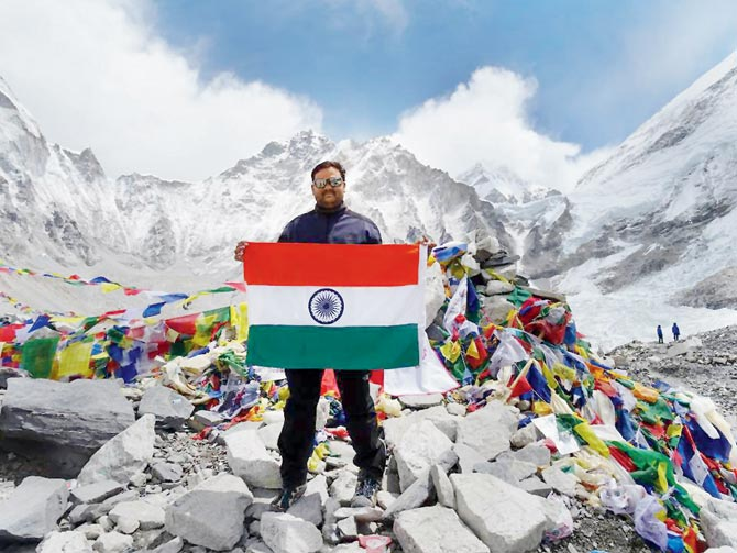 Police constable couple, Suspended, Mt. Everest Summit, Fake