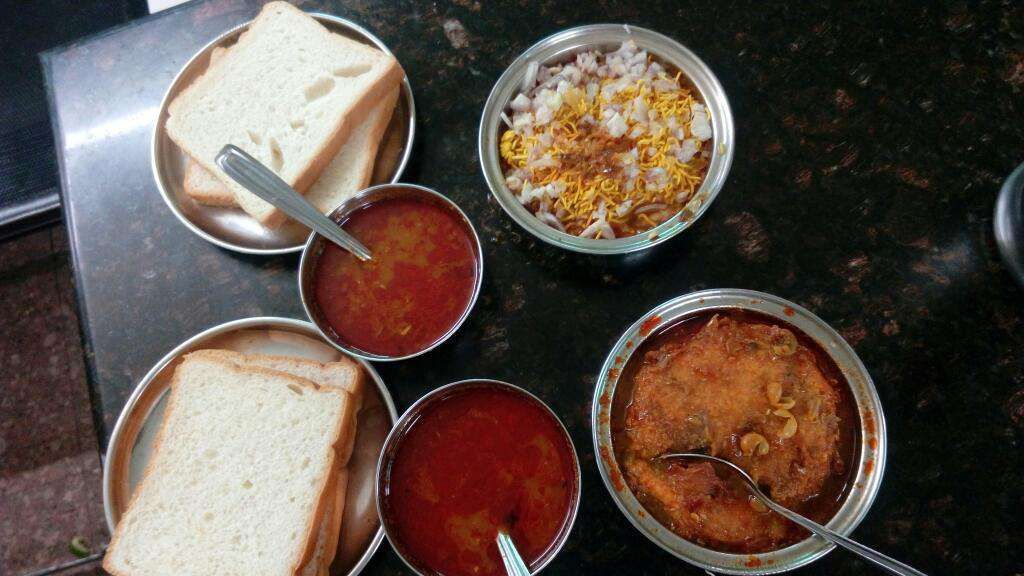 Pune, Misal, Misal Pav, Pune Misal, Masti Misal, Shree Upahar Gruha, Vaidya Updahar Gruha, Ramnath, Shree Kala Snacks Center, Badshahi, Bhauchi Misal