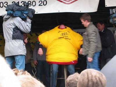 Astonishing World Record, Hilarious World Record, Blow Your Mind, Mind, Most Pub Visitor, Longest Pocket Knife, Largest Pizza, Longest Hotdog, Most Pushups In An Hour, Longest Burial Alive