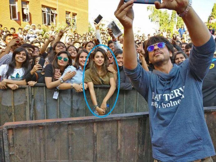 SRK, Symbiosis Pune, Saima Hussain Mir, bollywood, actor, selfie, kashmir, pune