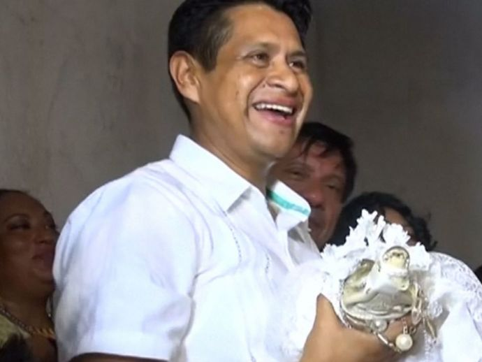 Maxican, Mayor, Married, Nuptial Knot, Crocodile, Reptile, Bride, Wedding, Fishermen, San Pedro Huamelula