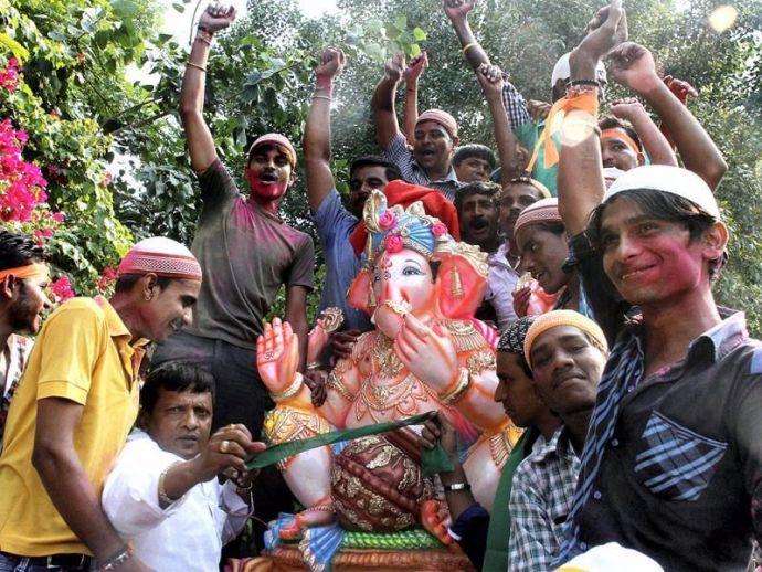 Nagpur, Muslim, family, Ganpati, celebrations, devotion, rituals, aarti, visarjan, feast, Ganeshotsav, Eid