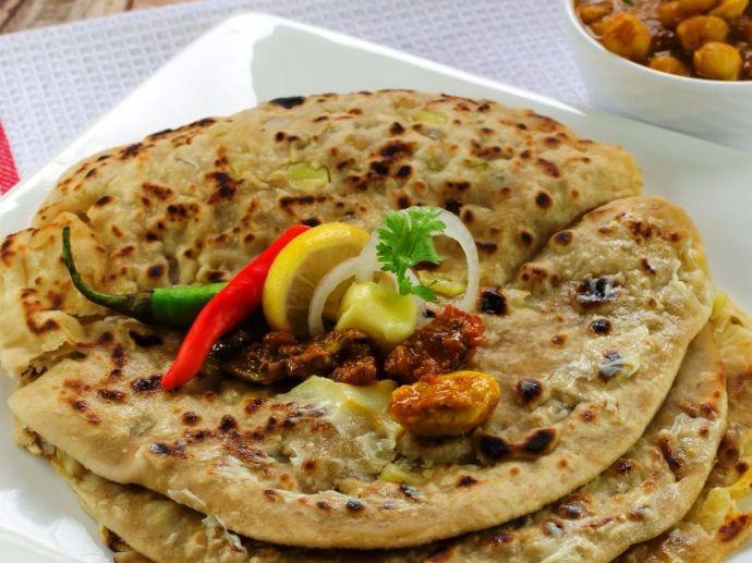 parantha, delhi, chandni chowk, paranthe wali gali, rabdi
