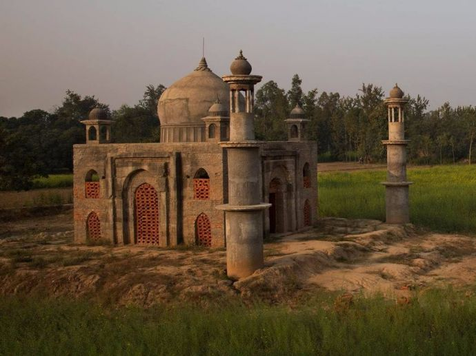 Taj Mahal, Faizul Hasan Qadri, uttar pradesh, Romeo Juliet, Laila Majnu, Shah Jahan and Mumtaz, mughal, wife, taj mahal, Retired Postmaster Built A Mini Taj Mahal, Mini Taj Mahal At Utter Pradesh, Man Builds Mini Taj Mahal, Mausoleum constructed by retired postmaster