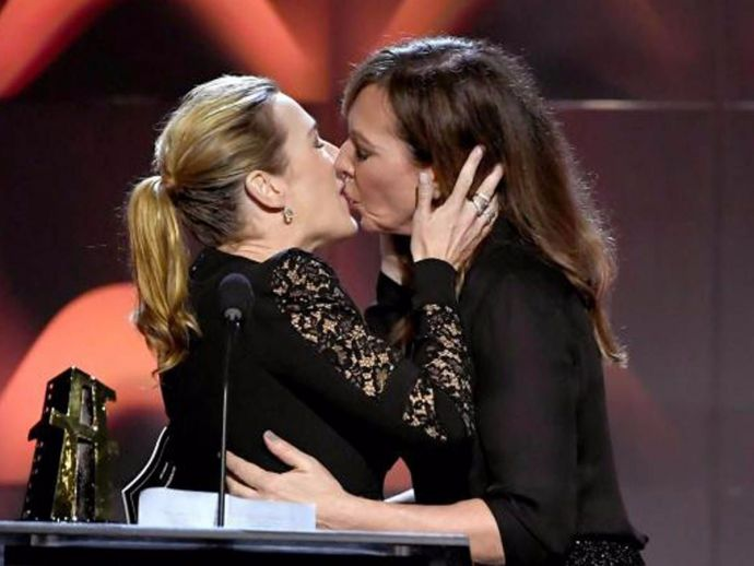Kate Winslet, Allison Janney, kiss, Hollywood Film Awards, Hollywood Actress Award, Wonder Wheel, Woody Allen