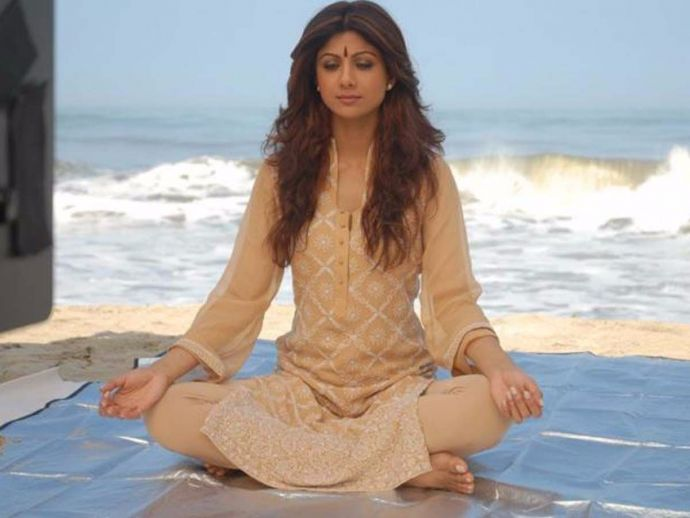 Shilpa Shetty, birthday, yoga posses, yoga, lifestyle, actress, bollywood, 42, Yoga Poses Of Shilpa Shetty, Bollywood diva Shilpa Shetty, Yoga Poses By Shilpa Shetty, Simple Yoga Poses, Simple Yoga, Normal Yoga Poses