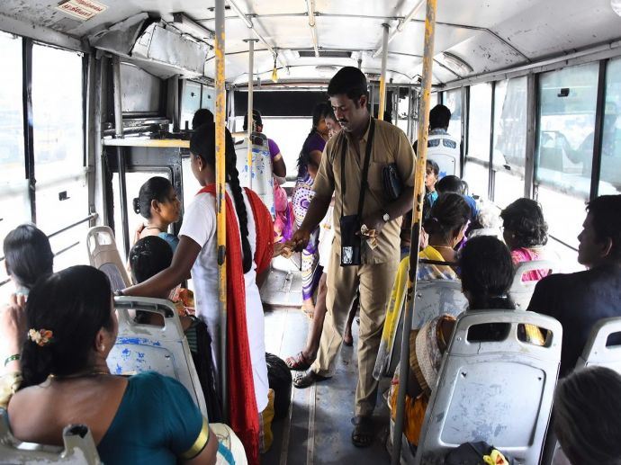 Nagpur, NMC, bus, star bus, conductors, tickets, ticketing, money, fraud, siphon, cash card, passengers, illegal, duping, dupe, officials, police, investigation, probing, question, ask, begin, initiate, transportation, department, prelimnary, complaint, i
