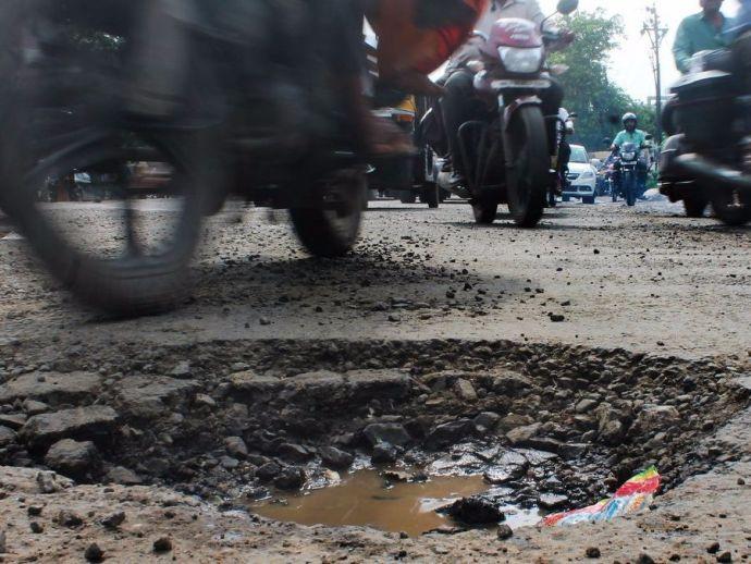 Bangalore, Bengaluru, Pothole, accidents, Karnataka, India, road mishaps, BBMP, Siddaramaiah, App
