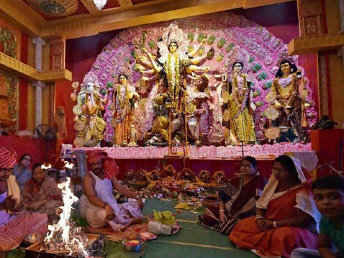 kolkata durga puja, kolkata, kolkata news, durga puja, navratri, sex workers, Kolkata's Sonagachi, sonagachi, West Bengal, Mamata Banerjee, Muharram, Nabanna, Durga Visarjan, Durga Puja Pandal, Durga Puja 2017, Durga idol visarjan