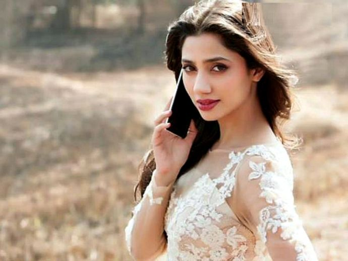 Mahira Khan, RAEES, Movie, Bollywood, Shah Rukh Khan, Sexiest Asian Women