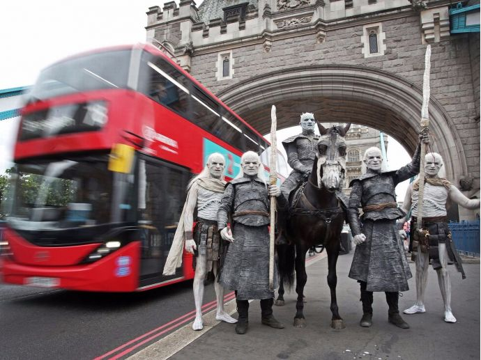 game of thrones, white walkers, season 7, premiere, dragonstone, london, walk, promotion, marketing, buckingham palace, night king, hbo, s07e01