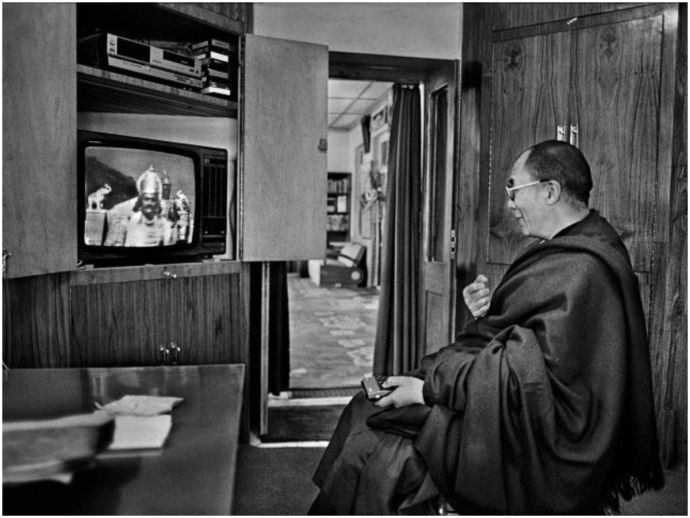 dalai lama, tibetan, spiritual leader, god in exile, raghu rai, the statesman, photojournalist, photos, pictures, newspaper, ladakh, portraits, roli books, Nobel laureate, environmental advocacy, mahabharata, tibetan scriptures, meditation, dharamshala, p