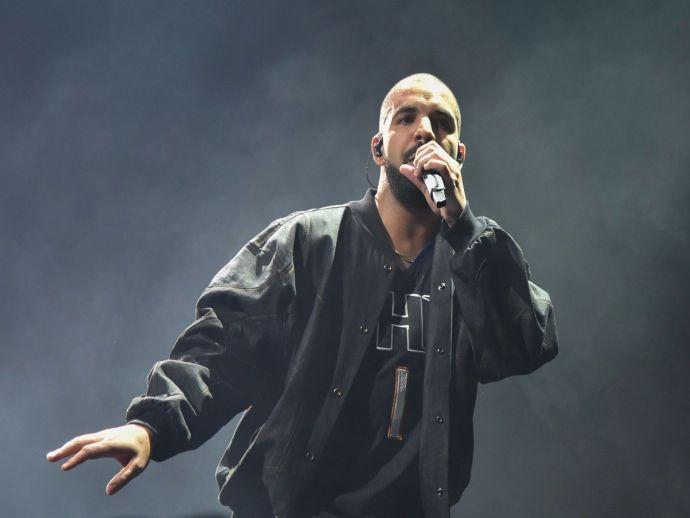 Drake, concert, gig, music, performance, fan, man, women, groping, molest