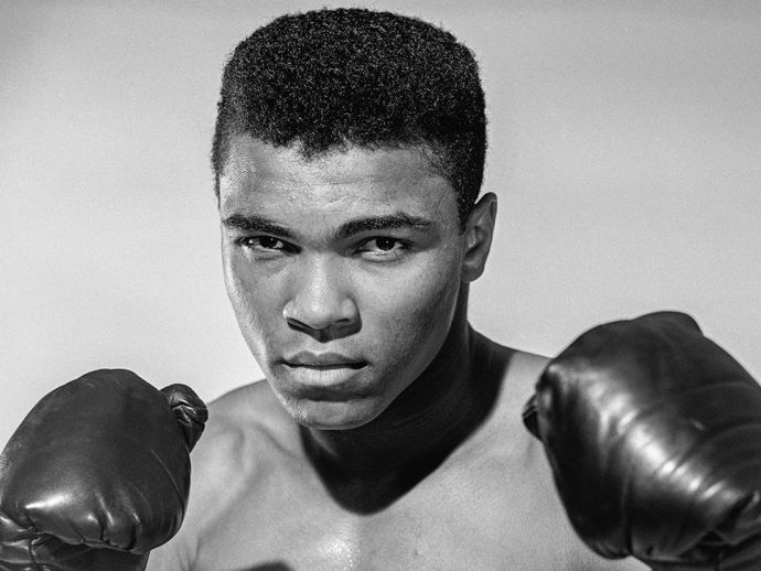 heavyweight, boxing, champ, Muhammad Ali, inspire, inspiration, sports, achievement, Cassius Marcellus Clay Jr, suicidal, ledge, bridge, Los Angeles, yelling, CBS News, volunteer, help, ninth floor, brother, champ, weep, career, fight, idol, policeman, Jo