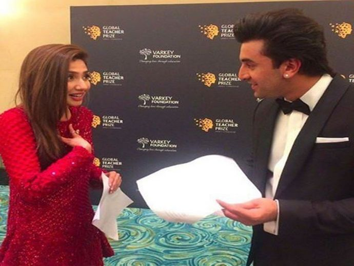 Ranbir Kapoor, Mahira Khan, Global Teacher Prize, Dubai, conversation, Backstage, Video, viral, Ranbir And Mahira Backstage, Viral Video Of Ranbir And Mahira, Backstage Video Of Ranbir And Mahira Khan