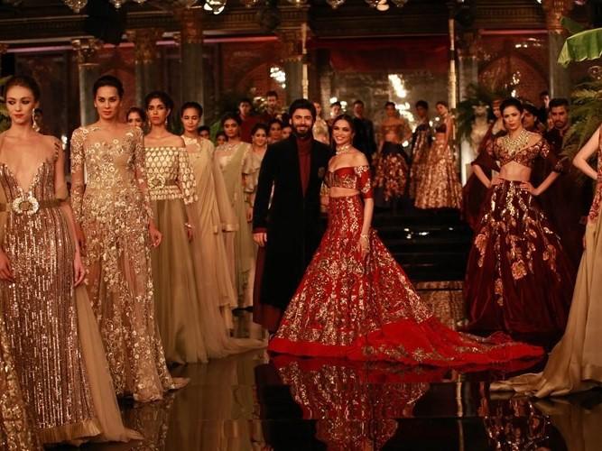 Deepika, Fawad, Deepika And Fawad, Manish Malhotra, Manish Malhotra's Fashion Show, Malhotra's Fashion Show, Deepika Padukone, Fawad Khan