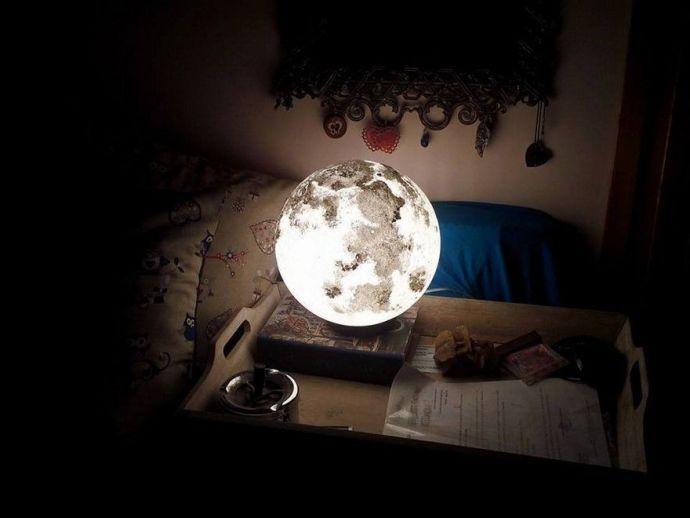 Roman artist, planet lamps, sun, moon, stars, paints, Maria Elena, Bored Panda
