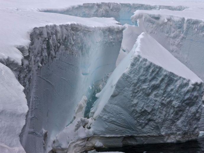 iceberg, Antarctica, Pine Island Glaciers, warm oceans, sea levels, rise, split, shed, calved