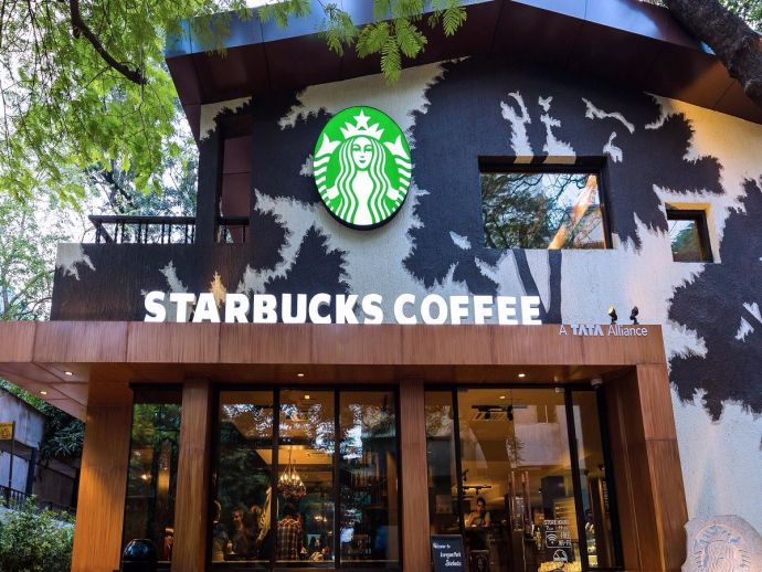 Pune, Starbucks, beverages, offer, 100, outlet, 5 years, operations, celebrations, tall, grande, venti