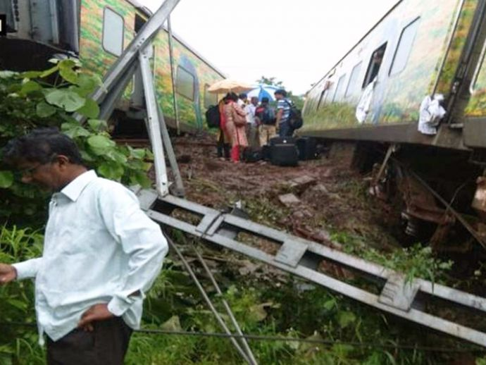 Duronto, Derailed, Nagpur, Mumbai, Express, Train, Derail incidents, Train catastrophe, passengers, experience, quotes