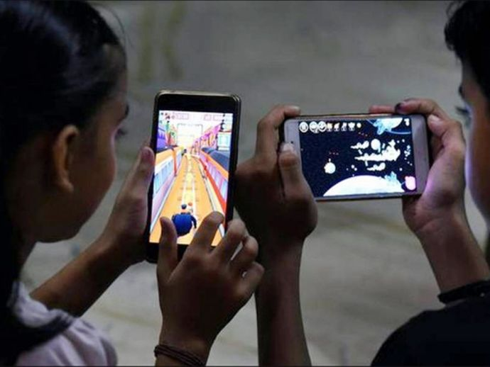maharashtra, maharashtra government, pune, pune news, NCERT, Maharashtra Government, Vinod Tawde, Ashish Shelar, mobiles phones, Maharashtra Assembly, School Children, Parag Alavani, minister Parag Alawani, National Level, electronic gadgets, sports teach