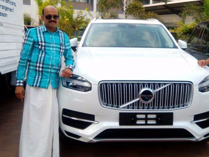 Volvo, karnataka, congress, bangalore, mangalore, begaluru, India, Bava's Car Damage, Volvo XC 90 T9, Congress MLA's Car  Damaged, Karnataka MLA's Car Damage, Damaged Volvo XC 90 T9, Mohiuddin Bava, Mohiuddin Bava's Car Damage