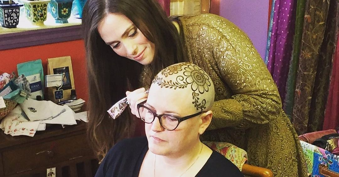 This Heena Artist Offers Free Henna Crowns To Cancer Patients
