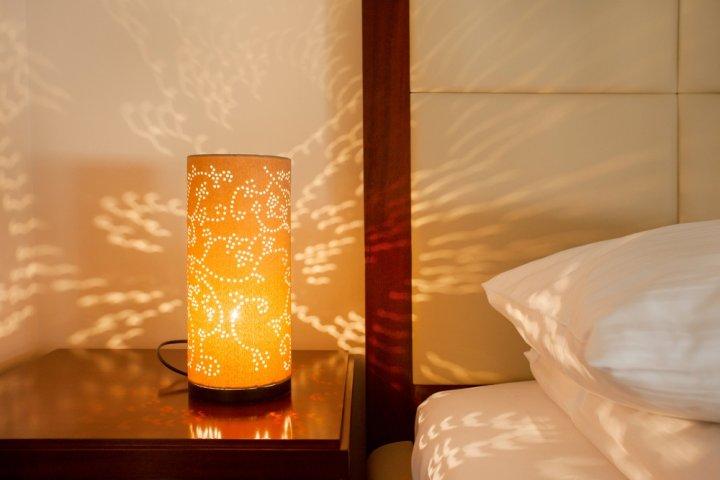 Cara Membuat Lampu Tidur dari Barang Bekas yang Unik