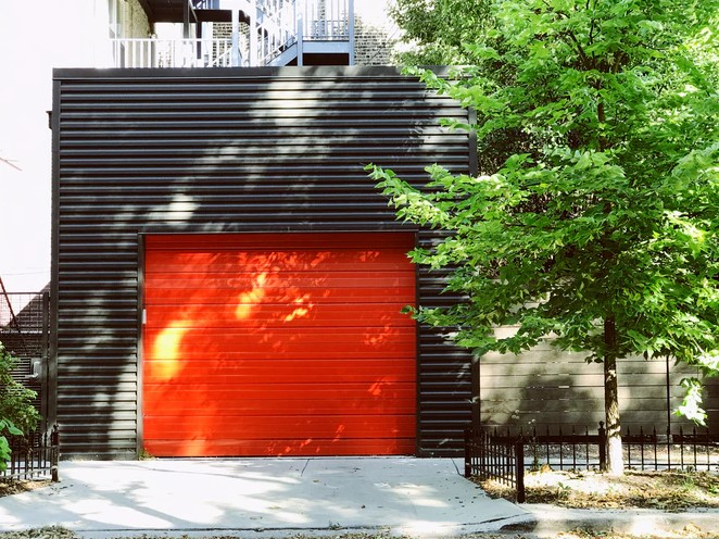 7 Model Pintu Garasi Modern untuk Maksimalkan Tampilan Rumah