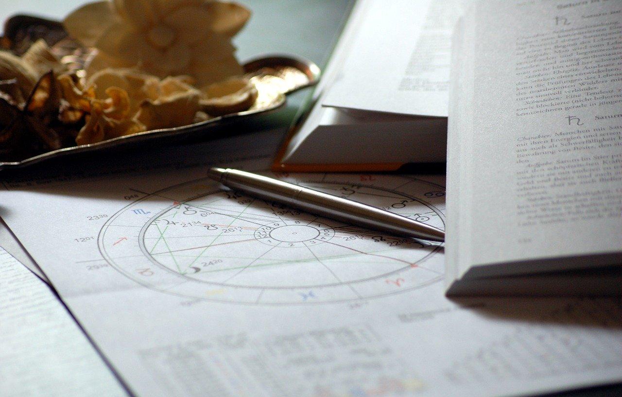 【未来が当たる!】占星術って何が分かるの?占星術の基本とやり方をご紹介!