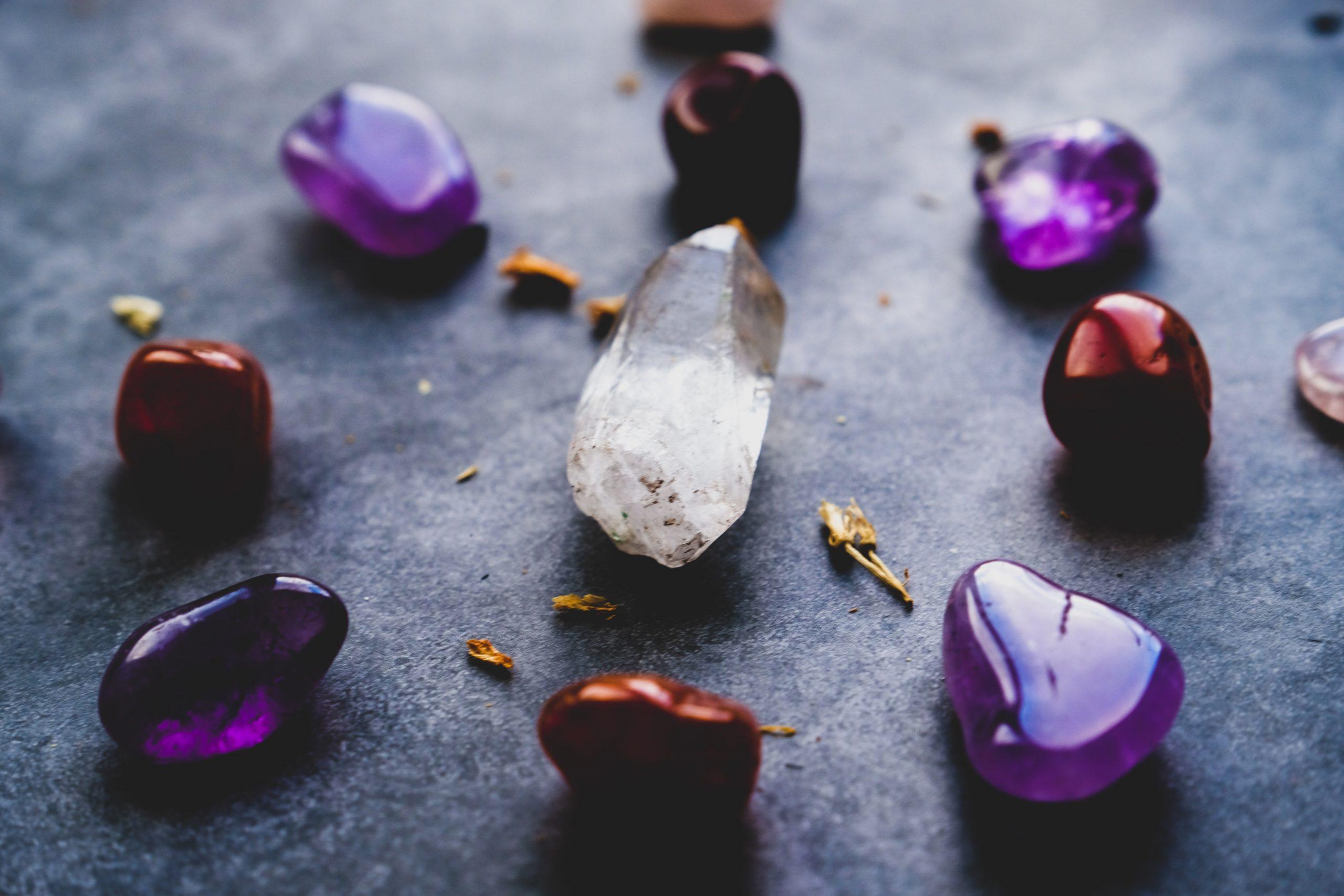 【無料占い】女性誌で絶大な人気を誇る占い師『水晶玉子』の鑑定が当たり過ぎる!
