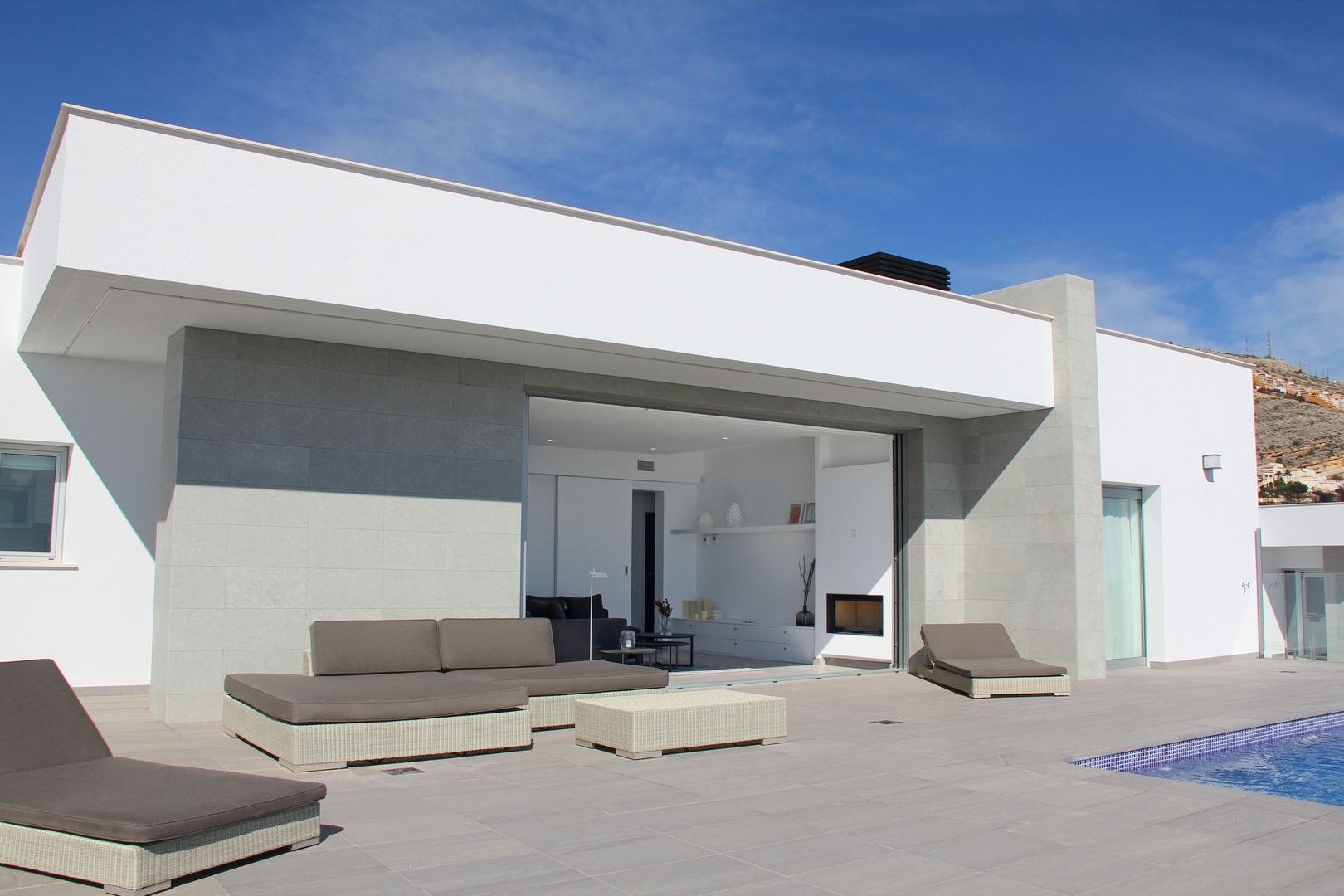 3 bedroom villa For Sale in Cumbre Del Sol - Main Image