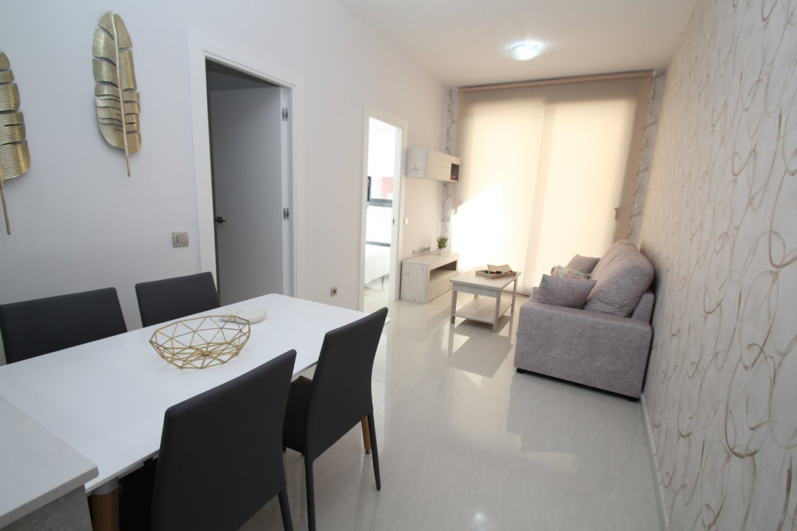 1 bedroom apartment For Sale in Torrevieja - photograph 2