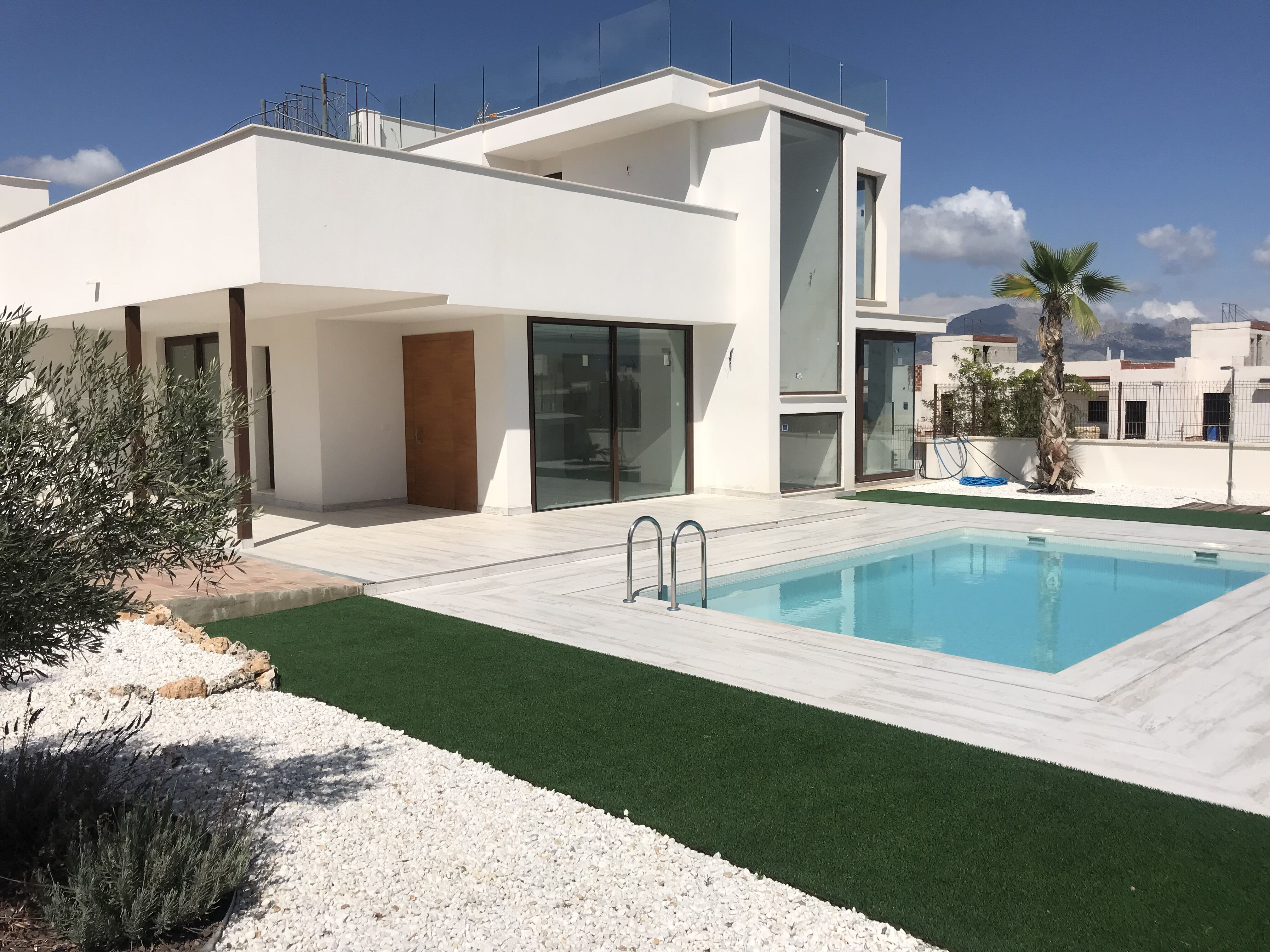 4 bedroom villa For Sale in Polop - Main Image