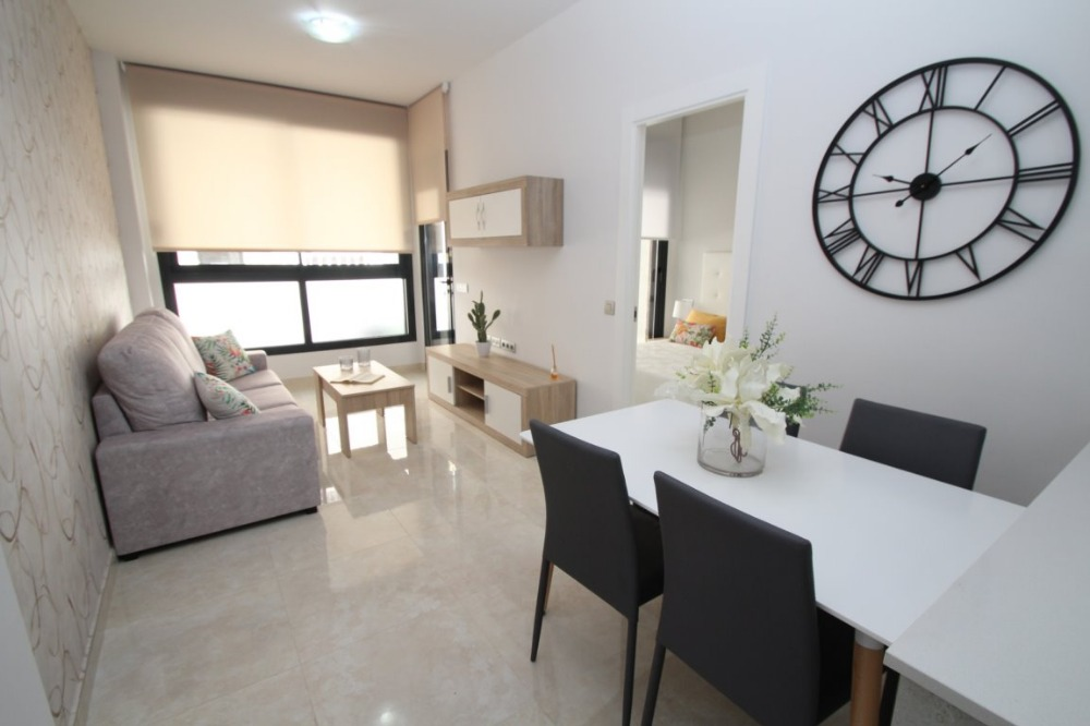 2 bedroom apartment For Sale in Torrevieja - photograph 3