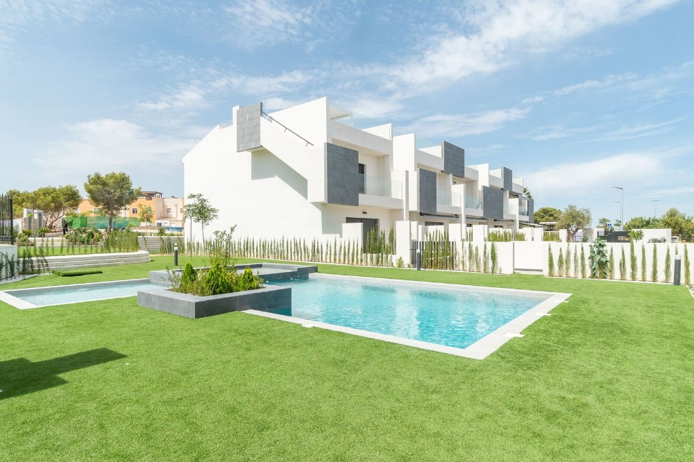 3 bedroom apartment For Sale in Torrevieja - Main Image