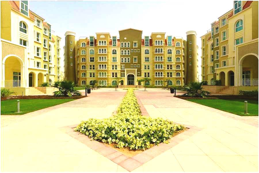 Why is it ideal to rent an apartment in Discovery Gardens?