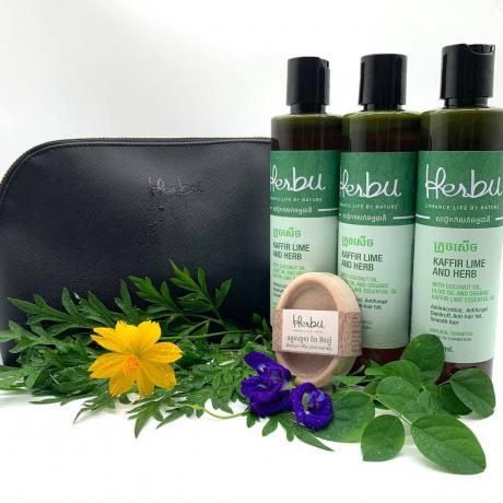 (បីដប) សាប៊ូធម្មជាតិផ្សំពីស្លឹកក្រូចសើច Kaffir Lime & Herb Shampoo